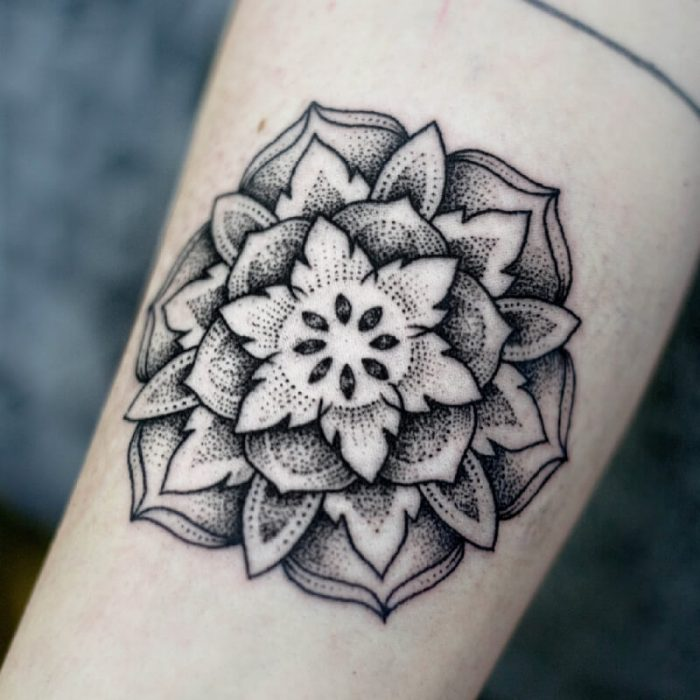 dotwork tattoo - dotwork tattoo mandala - dotwork tattoo flower