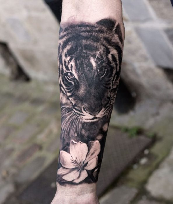tiger tattoos - tiger tattoos meaning - tiger tattoos with flowers